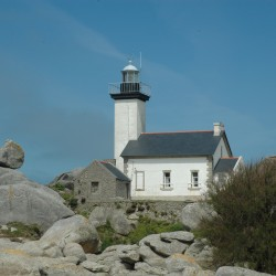 <b>Lighthouse of Pontusval (Pointe de Beg-Pol), Brignogan-Plage, Brittany</b> | Kamera: NIKON D70s | Brennweite: 52mm | Blende: ƒ/16 | Verschlusszeit: 1/200s |