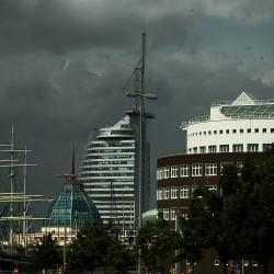 <b>Atlantic Hotel Sail City, Bremerhaven</b> | Kamera: NIKON D70s | Brennweite: 60mm | Blende: ƒ/13 | Verschlusszeit: 1/400s |
