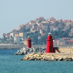 <b>Oneglia, view to Porto Maurizio</b> | Kamera: NIKON D70s | Brennweite: 210mm | Blende: ƒ/14 | Verschlusszeit: 1/200s |