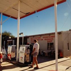 <b>Solitaire - the only gas station around</b>   Kamera: NIKON D700         Verschlusszeit: 1/100s   ISO: 200
