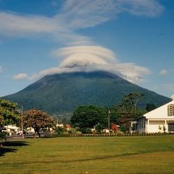 <b>Arenal volcano from La Fortuna</b> | Kamera: NIKON D700 |  |  | Verschlusszeit: 1/100s | ISO: 200