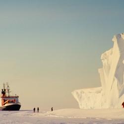 <b>Polarstern at Drescher Inlet, Antarctica</b> | Kamera: NIKON D700 |  |  | Verschlusszeit: 1/125s | ISO: 200