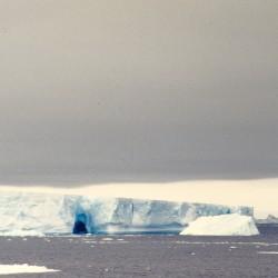 <b>Iceberg, Antarctica</b> | Kamera: NIKON D700 |  |  | Verschlusszeit: 1/60s | ISO: 200