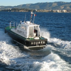 <b>Pilot boat, Toulon</b> | Kamera: Canon DIGITAL IXUS 850 IS | Brennweite: 12.672mm | Blende: ƒ/5 | Verschlusszeit: 1/400s |