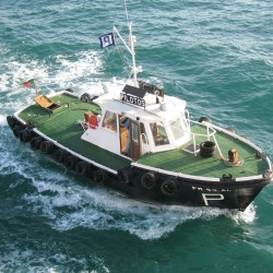 <b>Pilot boat, Faro</b> | Kamera: Canon DIGITAL IXUS 850 IS | Brennweite: 9.107mm | Blende: ƒ/4 | Verschlusszeit: 1/320s |