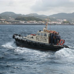<b>Ponta Delgada pilot boat, The Azores, Portugal</b> | Kamera: Canon DIGITAL IXUS 850 IS | Brennweite: 17.3mm | Blende: ƒ/5.8 | Verschlusszeit: 1/500s |