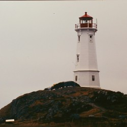 <b>Louisbourg Lighthouse, Canada 2001</b> | Kamera: Filmscan 35mm |  |  | Verschlusszeit: 1/11s |