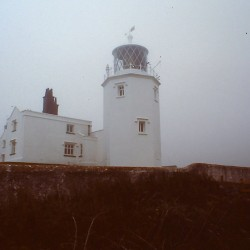 <b>Lizard Point lighthouse (misty weather)</b> | Kamera: Filmscan 35mm |  |  | Verschlusszeit: 1/11s |