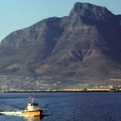 <b>Pilot boat, Cape Town, South Africa, 1989 (analog, Olympus OM-2n)</b> | Kamera: Filmscan 35mm |  |  | Verschlusszeit: 1/11s |