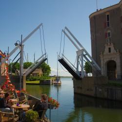 <b>Enkhuizen, Brücke zum Binnenhafen</b> | Kamera: NIKON D700 | Brennweite: 28mm | Blende: ƒ/7.1 | Verschlusszeit: 1/1000s | ISO: 200