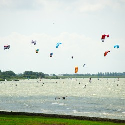 <b>Kitesurfer, Hindeloopen</b> | Kamera: NIKON D700 | Brennweite: 200mm | Blende: ƒ/5.6 | Verschlusszeit: 1/1600s | ISO: 200