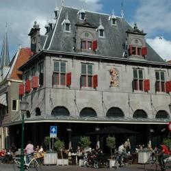 <b>De Waag, Hoorn</b> | Kamera: NIKON D70s | Brennweite: 28mm | Blende: ƒ/8 | Verschlusszeit: 1/800s |