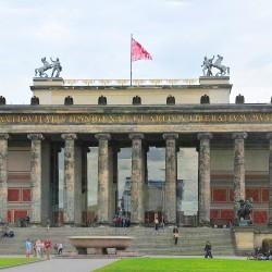 <b>The Old Museum, Berlin</b> | Kamera: NIKON D700 | Brennweite: 58mm | Blende: ƒ/8 | Verschlusszeit: 1/125s | ISO: 200