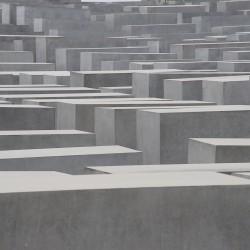 <b>Holocaust Memorial, Berlin</b> | Kamera: NIKON D700 | Brennweite: 200mm | Blende: ƒ/11 | Verschlusszeit: 1/40s | ISO: 200