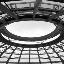 <b>Bundestag, Berlin</b> | Kamera: NIKON D700 | Brennweite: 28mm | Blende: ƒ/7.1 | Verschlusszeit: 1/2000s | ISO: 1600