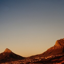 <b>Lion's Head and Table Mountain</b> | Kamera: NIKON D700 |  |  | Verschlusszeit: 1/100s | ISO: 200