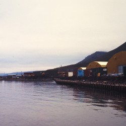 <b>Longyearbyen harbour</b> | Kamera: NIKON D700 |  |  | Verschlusszeit: 1/100s | ISO: 200