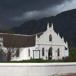 <b>The Dutch Reformed Church, Franschhoek</b> | Kamera: NIKON D610 | Brennweite: 62mm | Blende: ƒ/6.3 | Verschlusszeit: 1/2500s | ISO: 200